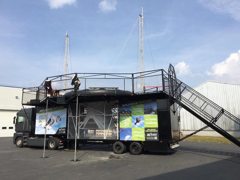 Instalation de notre simulateur de chute libre à Nantes pour le groupe auto Steima