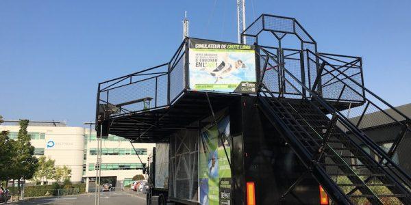 Mise en place du simulateur de chute libre sur le Festival Mix cité